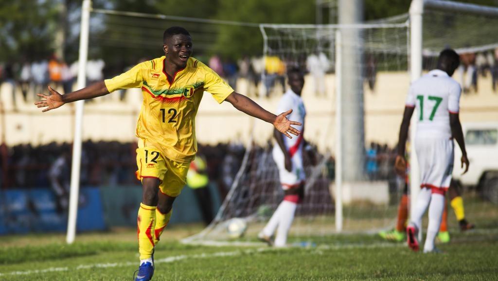 Moussa Doumbia jmg academy mali with Mali National team